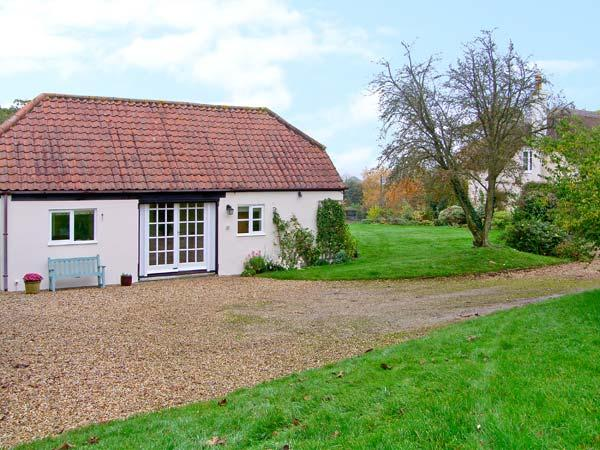 OKE APPLE COTTAGE, single storey pet friendly cottage in AONB, near Sturminster Newton Ref 20119 - Image 1 - Sturminster Newton - rentals