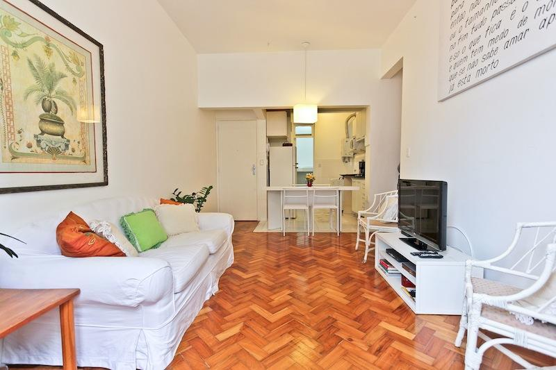 Living Room - Perfect  LEBLON Location Great 2Bdr 1.5 Bath Apt in Leblon!  Rua General Urquisa 67 !!! 1 block from the beach! - Rio de Janeiro - rentals