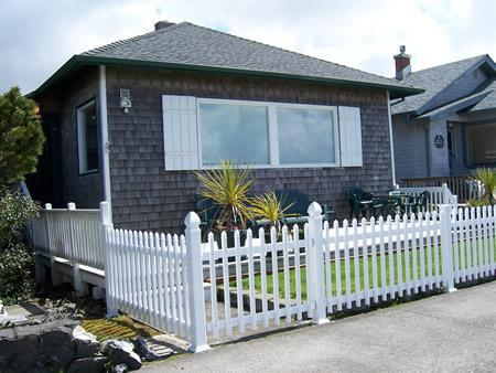 This beautiful beach houe sits right on the Prom - Oceanfront on The Prom 5 Bedrooms Sleep Up to 15 - Seaside - rentals