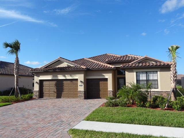 Front view of the house - Elegant & Stylish 4/3 home in Copper Cove - CC3825 - Naples - rentals