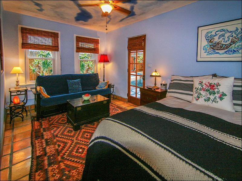 Plush queen-size bed, full-size sleeper sofa. The beach footsteps away - Venice Beach Sunny Oceanside Sanctuary. 50 Feet From Beach! - Venice Beach - rentals