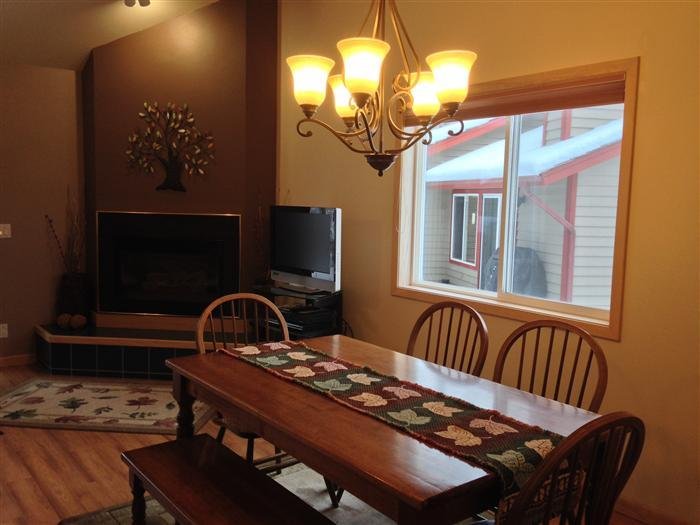 Dining Room - 2 bedroom, 2 1/2 bath Mountain Harbor Condo, Whitefish - near the pool - Whitefish - rentals