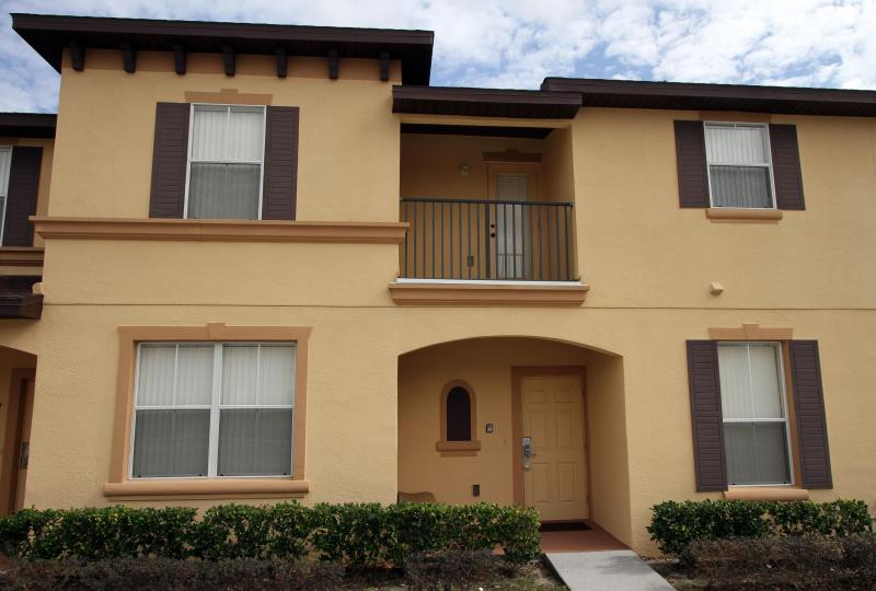 Mid-Terrace home - Town Home - 3 bedrooms, great location and price! - Kissimmee - rentals