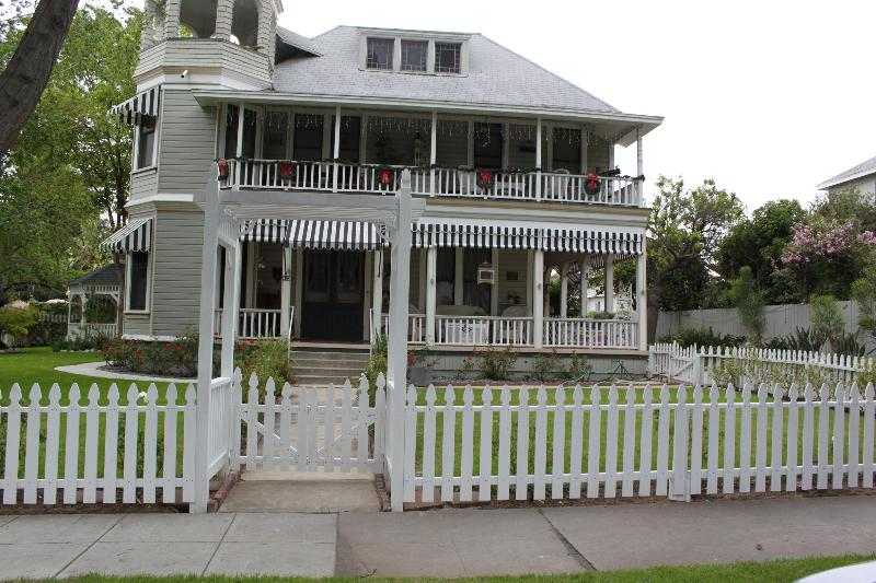 Historical Queen Ann Victorian for Antique Lovers - Image 1 - Pasadena - rentals