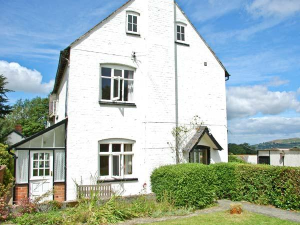 BROUGHTON COTTAGE, pet-friendly, open fire, farm setting, country views, close to Bishop's Castle, Ref 20784 - Image 1 - Bishop's Castle - rentals