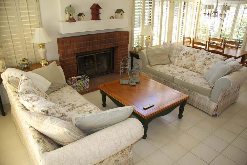 Living room with fireplace - Comforts of Home in Palm Desert Tennis|WiFi|Pool - Palm Desert - rentals