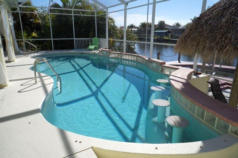 Front Elevation - Villa Sunday Rose - 4b/3ba SW Cape Coral Home, electric heated pool with Tiki Hut, Boat Dock with Lift - Cape Coral - rentals