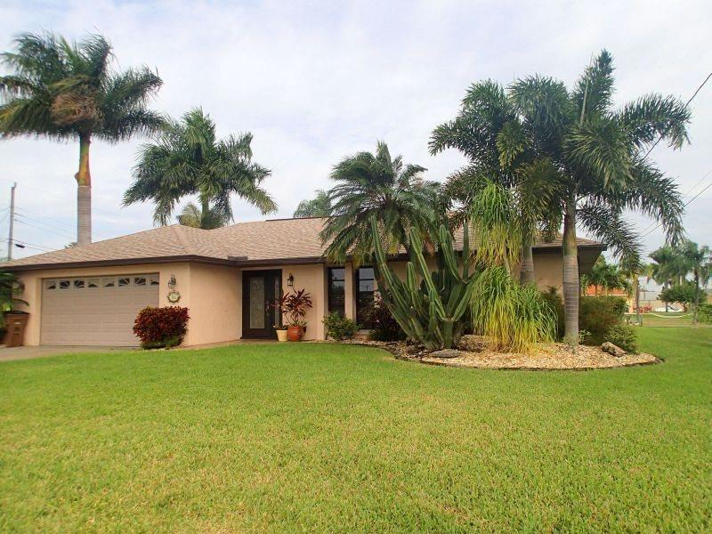 Front Elevation - Maria - SW Cape Coral 3b/2ba Electric Heated Pool, Gulf Access Canal, HSW Internet, Boat Dock, - Cape Coral - rentals