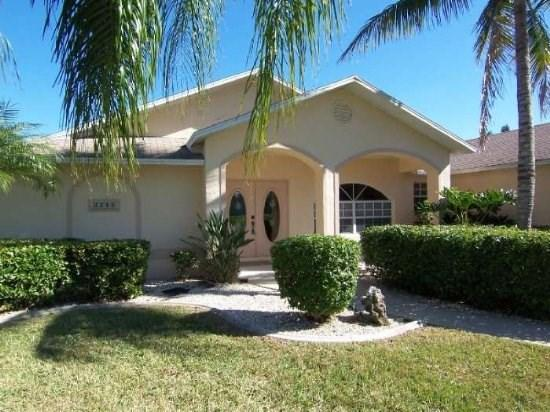Front Elevation - Engel - SE Cape Coral 3b/2ba home with solar heated pool on gulf access canal, close to shopping, - Cape Coral - rentals