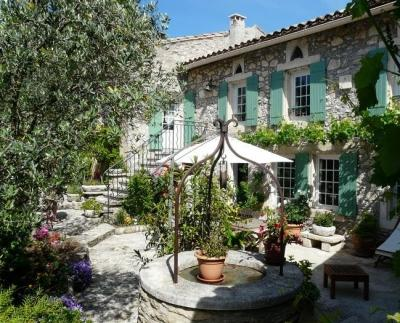 TYPICAL PROVENCAL FARM - Near EYGALIERES - Image 1 - Orgon - rentals
