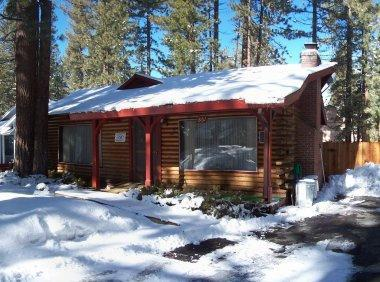 Cabin in winter - Cabin Sleeps 10, close to lake/skiing/casinos - South Lake Tahoe - rentals
