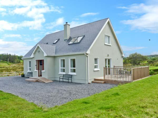 CRONA COTTAGE, ocean views, off road parking, large garden, in Donegal, Ref 17574 - Image 1 - Donegal - rentals