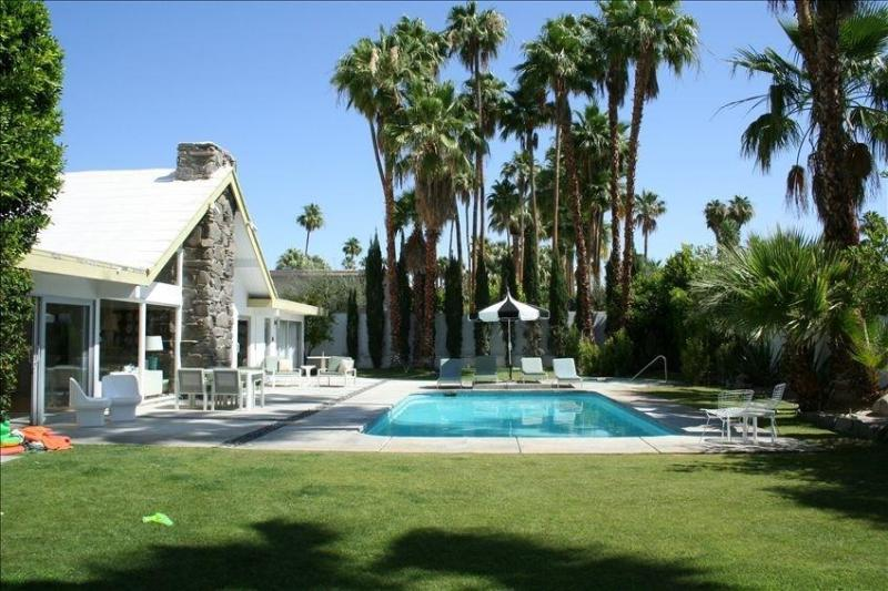 Back Yard - Stunning Alexander Swissmiss Lodge - Palm Springs - rentals