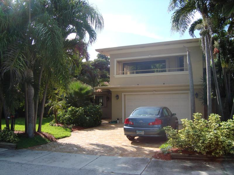 Beach House Front - Steps to the Beach and a Stroll to Nightlife - Fort Lauderdale - rentals
