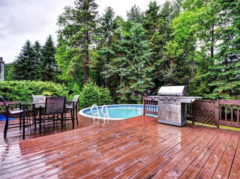 "Pool, BBQ, large deck and table - Golfers Budget w/ 42"" TV laptop & WiFi - Mont Tremblant - rentals"