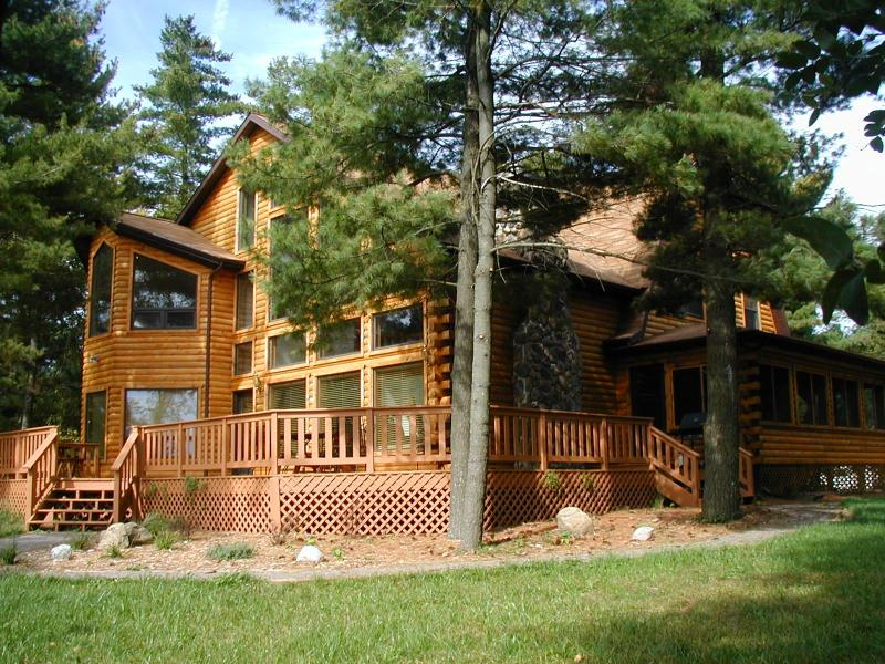 Shoreline Timbers on Lake Petenwell, log home - Image 1 - Necedah - rentals