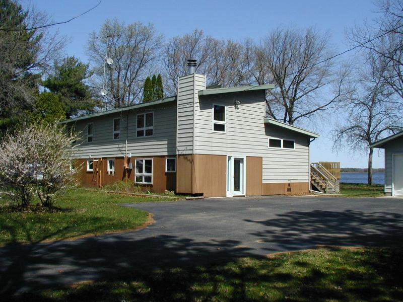 Shorewest Cottage on Castle Rock Lake, near Dells - Image 1 - New Lisbon - rentals