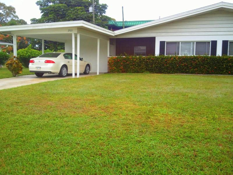 Front  - 2 Bedroom with Car port - Breaking Amish Filmed - Siesta Key - rentals