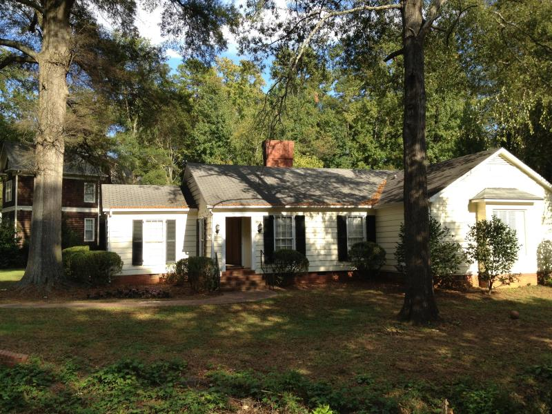 Charming Ranch in the Heart of Charlotte, NC - Image 1 - Charlotte - rentals