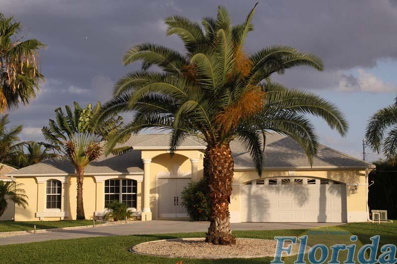 Villa Bella Vista - surrounded by imposing plam trees in the south west area of Cape Coral - Villa Bella Vista - Cape Coral - rentals