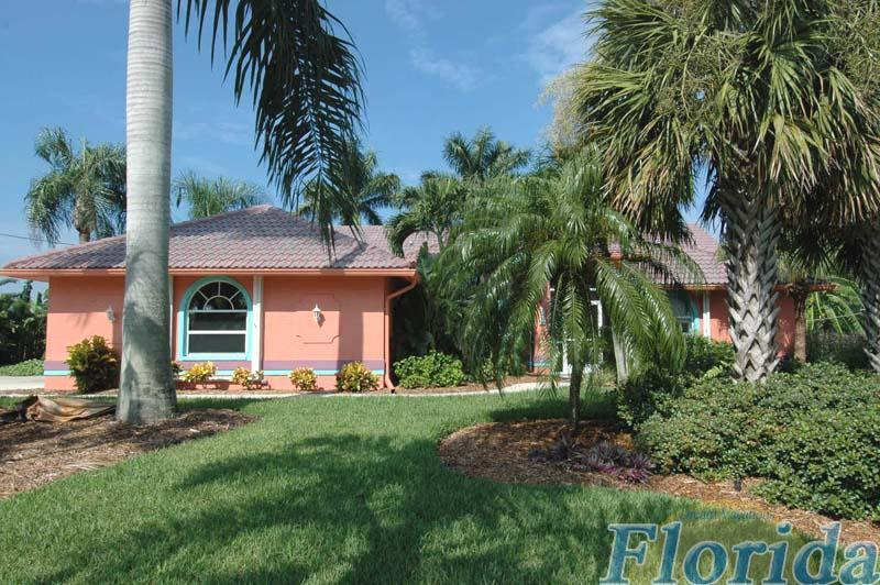 Cheerful colors of the Caribbean set the tone inside and out of this attractive vacation home located in the Palaco Grande area in SE Cape Coral - Villa Mango Tango - Cape Coral - rentals