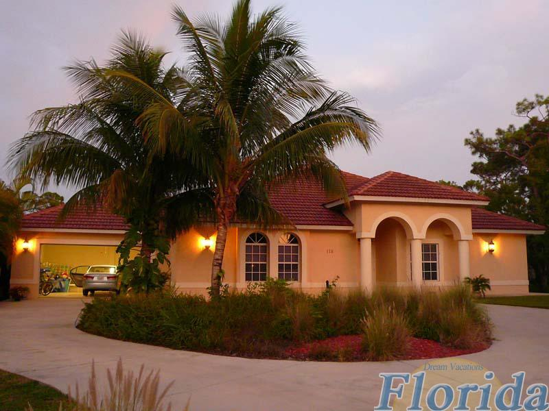 A spacious lakefront vacation home in Naples - Villa Palm River 4 - Naples - rentals