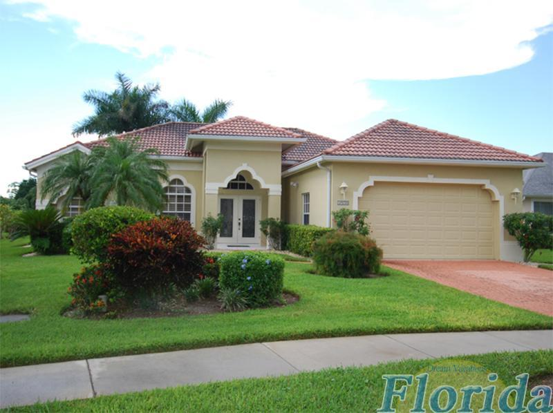 this is an appealing 3 bedroom gulf access home in beautiul naples florida - Villa Sunshine - Naples - rentals