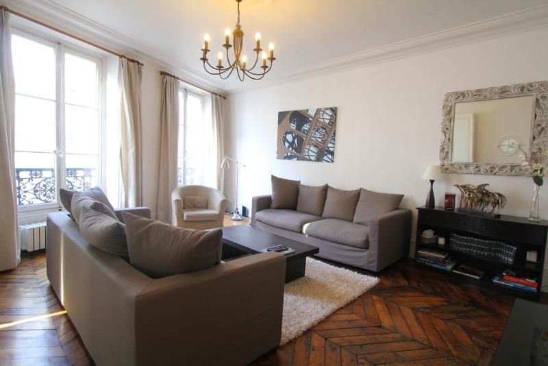 the living room - Roomy 3BR Duplex near the Louvre - 1st Arrondissement Louvre - rentals
