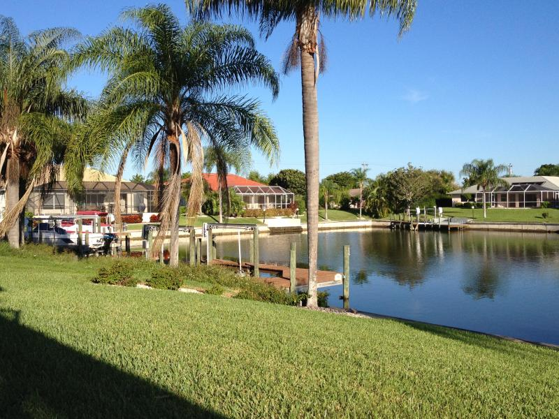 Backyard left side view - Villa Lavender -Cape Coral FL-Stunning view, relax - Cape Coral - rentals