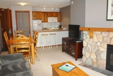 Living & Dining - Fireside Lodge Village Center - 202 - Sun Peaks - rentals