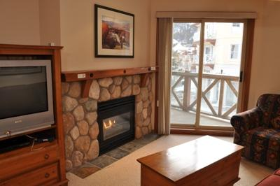 Fireplace - Fireside Lodge Village Center - 215 - Sun Peaks - rentals