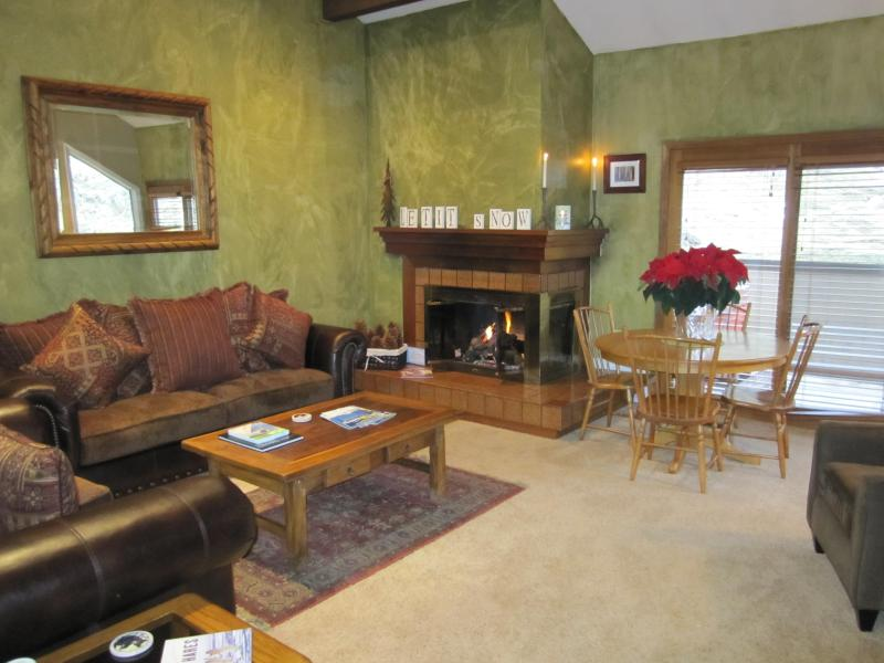 Cozy living area with roaring fireplace - Cottonwood 2 Bed 2 Bath Loft, Hot Tub, Spotless*!! - Cottonwood Heights - rentals