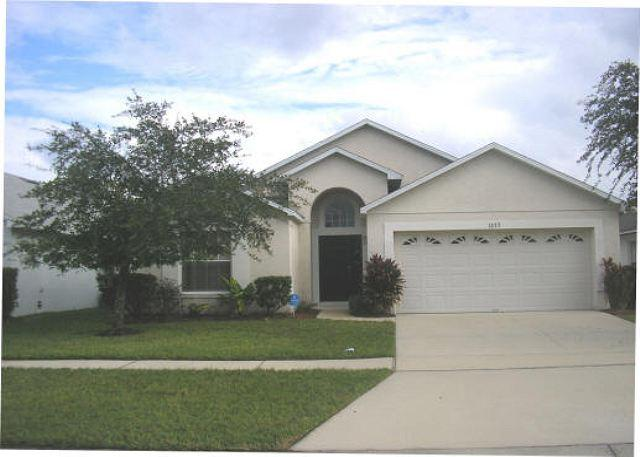 4 BEDROOM 2 BATHROOM HOME WITH PRIVATE POOL AND BILLIARDS GAMING ROOM - Image 1 - Kissimmee - rentals