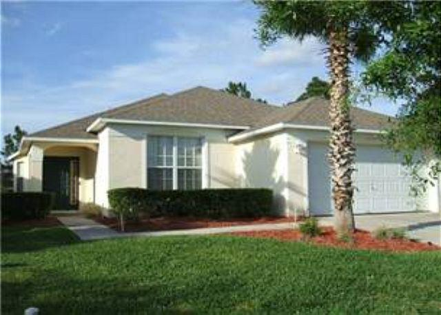 4 BED 3 BATH POOL HOME, BACKS TO GOLF COURSE - 2 MASTERS - SLEEPS 10 - Image 1 - Haines City - rentals