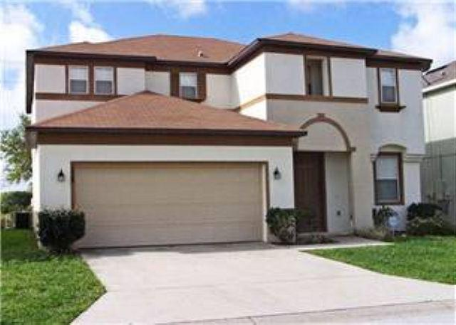 4 BEDROOM 3 BATH HOME WITH PRIVATE POOL - SLEEPS 10 - Image 1 - Davenport - rentals