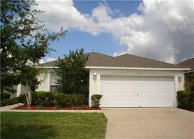 4 BED 2 BATH HOME WITH PRIVATE POOL IN GATED COMMUNITY - SLEEPS 10 - Image 1 - Haines City - rentals