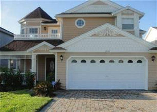 4 BED 3 BATH POOL HOME WITH PRIVATE POOL, SPA, 2 MASTERS & BILLIARDS ROOM - Image 1 - Haines City - rentals