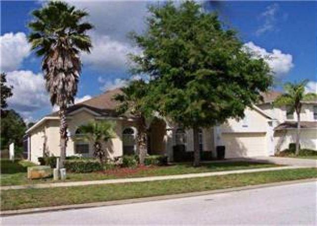 EXCEPTIONAL 6 BED 3 BATH HOME WITH POOL, SPA, 2 MASTERS & SLEEPS 14 - Image 1 - Davenport - rentals