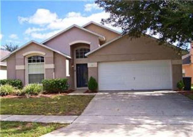 4 BED 3 BATH HOME WITH PRIVATE SCREENED POOL, 2 MASTERS, SLEEPS 10 - Image 1 - Kissimmee - rentals