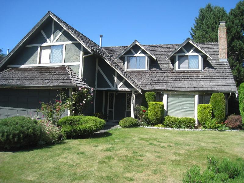 Bright and spacious house, located on a quiet residential street - Private furnished 4BR/3BA house , Sleeps 8-12 - Richmond - rentals