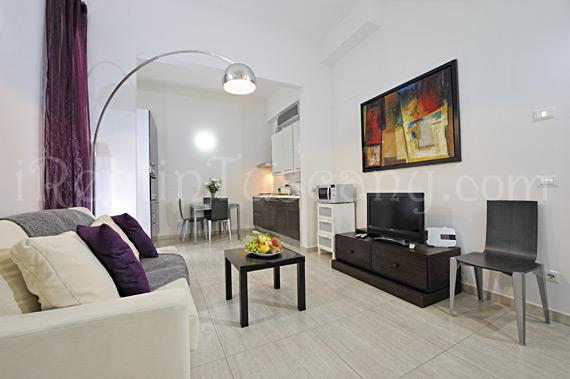 Living room with sofabed, dining table and kitchen in the back - Comfortable & Quite Apartment in Prime Location - Florence - rentals