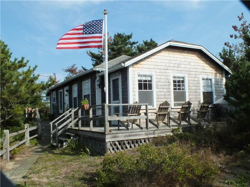 Cute cottage - .7 mi to beach! - WTCONN - Image 1 - North Truro - rentals