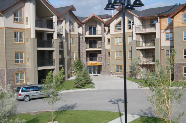 IW3319 - Invermere Lakefront Condos - Windermere Pointe - Bruce Bldg - Image 1 - Invermere - rentals