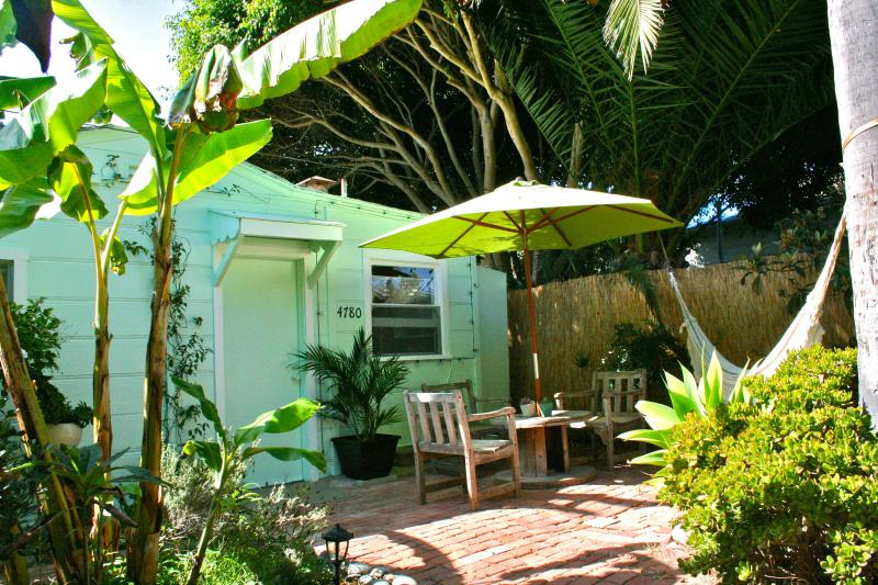Tucked away off the street.  Surrounded by greenery. - Studio 2 Blks to Pacific Beach w/ Bikes & Boards - San Diego - rentals