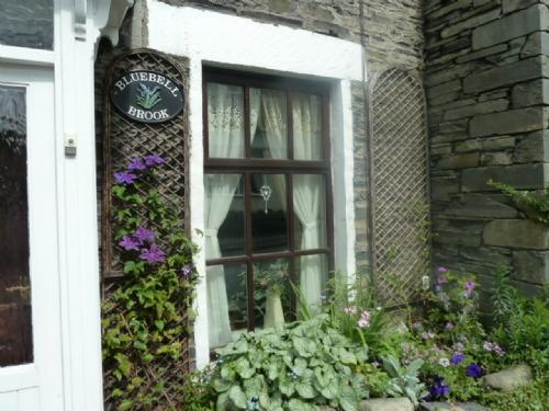 BLUEBELL BROOK COTTAGE, Windermere - Image 1 - Bowness & Windermere - rentals