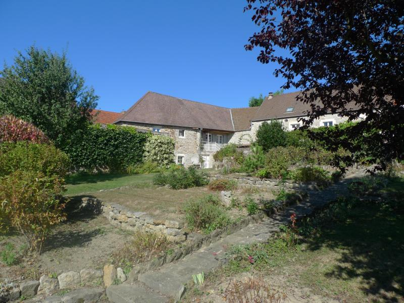 frontside of the house - Hameau de Cirey, Luxurious Gite in BEAUNE area - Nolay - rentals