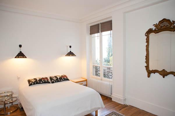 Great and spacious 2 bedroom found in the 4th arrondissement by the river - Image 1 - Paris - rentals