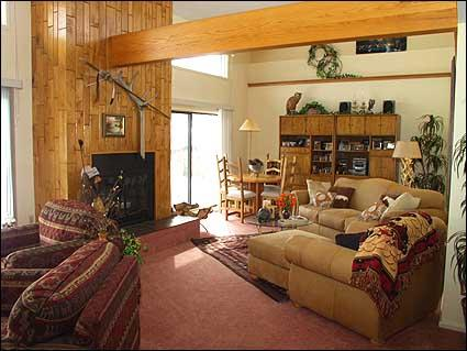 Spacious living room with fireplace and vaulted ceilings - Snowmass - Golf Course Home (2110) - Snowmass - rentals