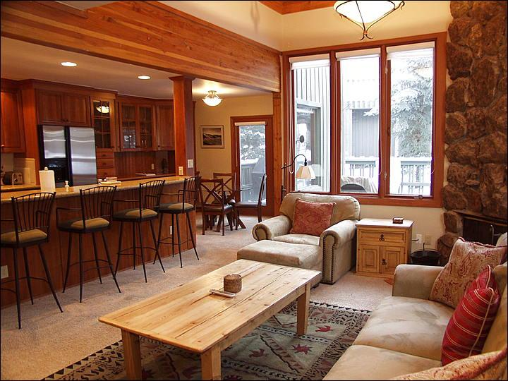 Open Living area - Recently Remodeled - 5 Minute Drive to Lifts (2595) - Aspen - rentals