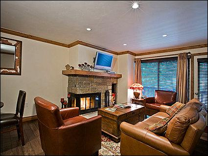 Main Living Area - Newly Remodeled  - Walk to restaurants and Lifts (4280) - Aspen - rentals